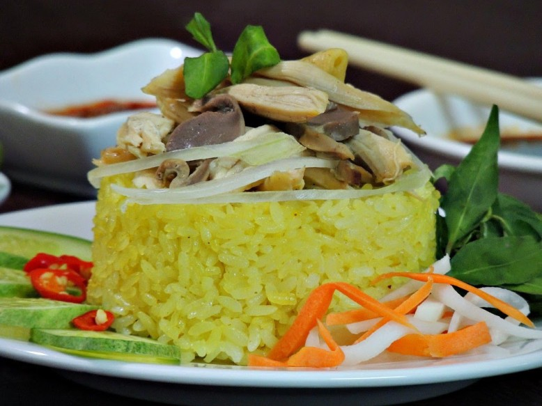 you-should-try-chicken-rice-when-traveling-hoian