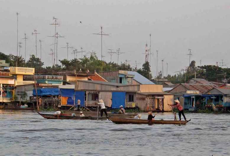 22-2-17Chau Doc floating market